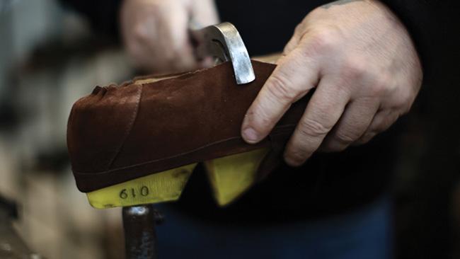 loake-benelux-craftmanship-3-lasting