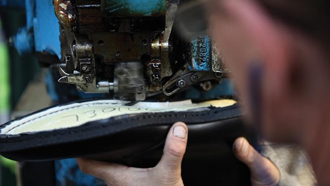 loake-benelux-craftmanship-4-welting