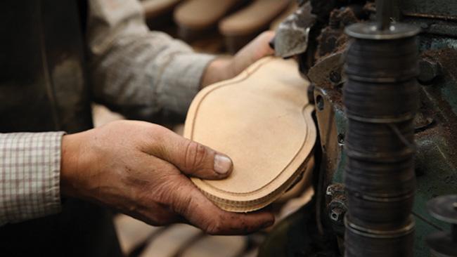 loake-benelux-craftmanship-5-sole-stitching