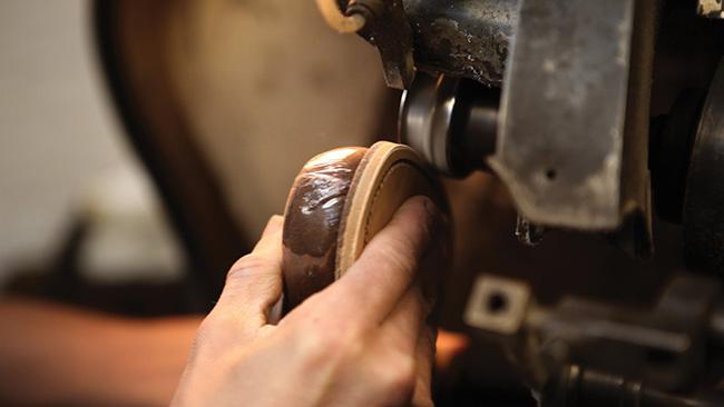 loake-benelux-craftmanship-6-edge-trimming