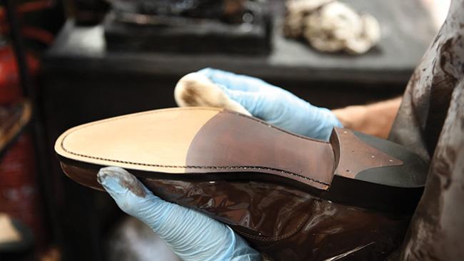 loake-benelux-craftmanship-7-sole-staining